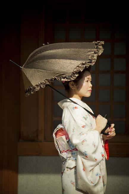 woman in kimono with parashell parasol dicesare designs